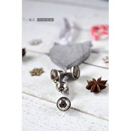 tobs-grey-wooden-heart-bells-christmas-decoration-with-grey-gingham-ribbon