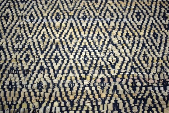 navy-flatweave-leather-geometric-pattern-rug-60x90-cm