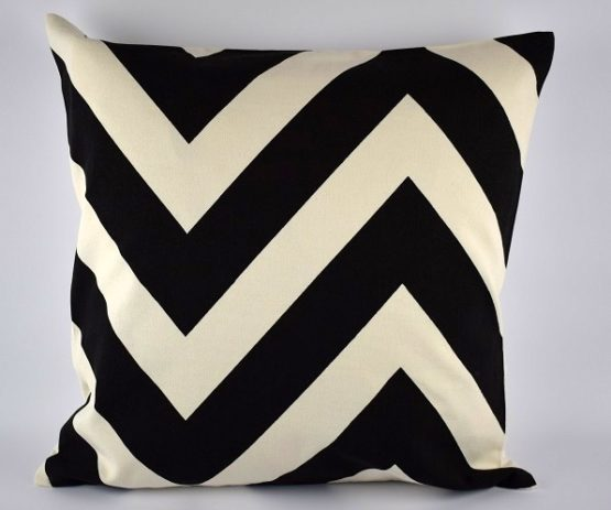black-white-danish-design-large-chevron-pattern-cushion-cover-50-x-50-cm
