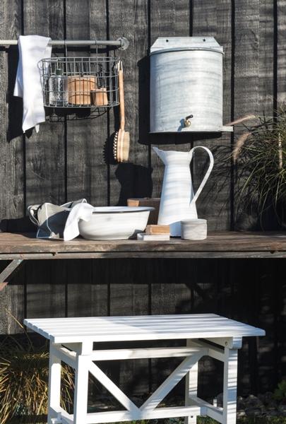 em_home-grey-oval-metal-wire-hanging-basket-gardenware-homeware-5783-18_trend_2
