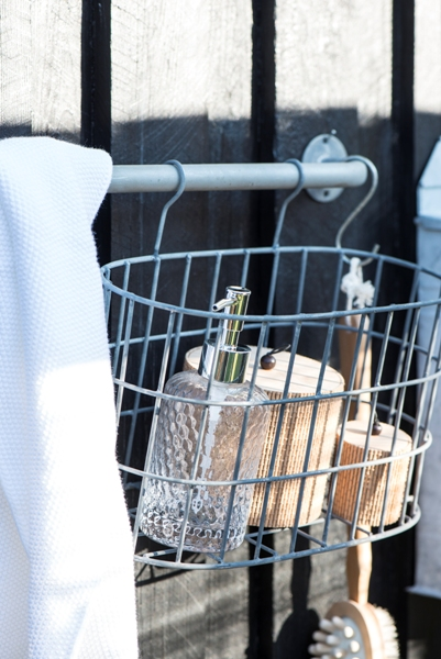 em_home-grey-oval-metal-wire-hanging-basket-gardenware-homeware-5783-18_trend_4