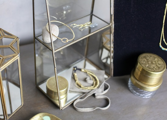 Elegant Bequai Mirror Cabinet Glass Box With A Display For a Jewellery by Nkuku (3)