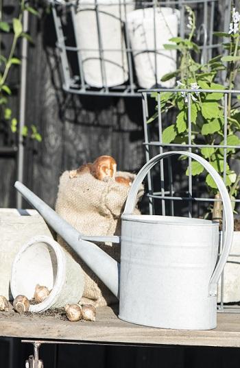 grey-watering-can-plants-1-4-l-design-ib-laursen