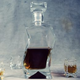 stunning-decanter-for-whiskey-liquor-or-wine-0-75-l