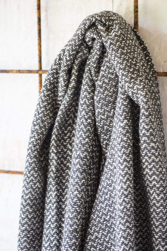 100-cotton-sofa-bed-cream-dark-grey-zigzag-pattern-throw-blanket-by-ib-laursen