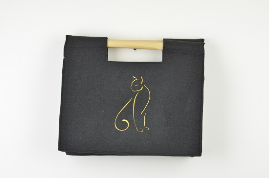 hand-made-felt-hand-bag-black-with-wooden-handles
