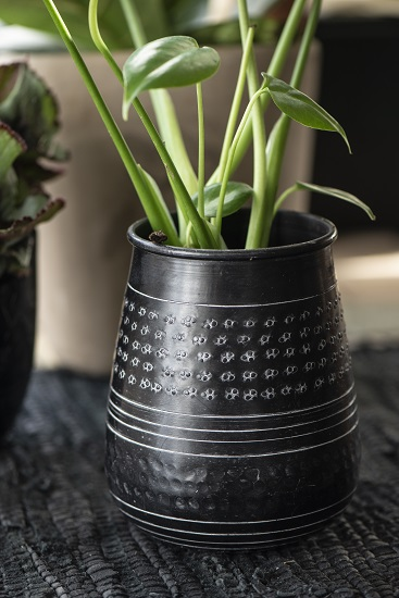 black-aluminium-pot-handmade-by-ib-laursen