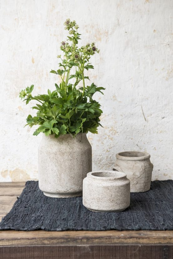 low-antique-pot-with-edge-by-ib-laursen