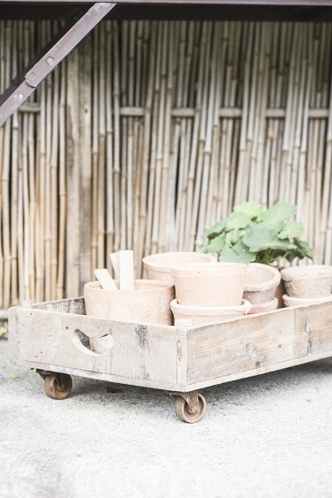 wood-display-tray-with-wheels-by-ib-laursen