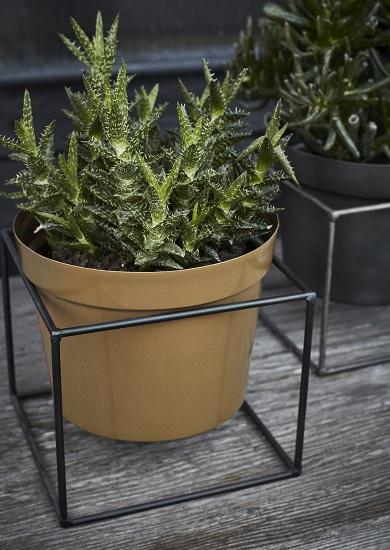 mustard-flower-pot-with-black-iron-stand-by-madam-stoltz