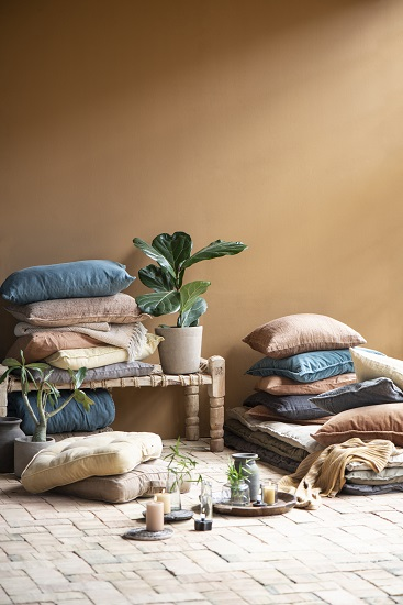 cushion-cover-jacquard-weaving-dark-grey-60x40-cm-by-ib-laurse