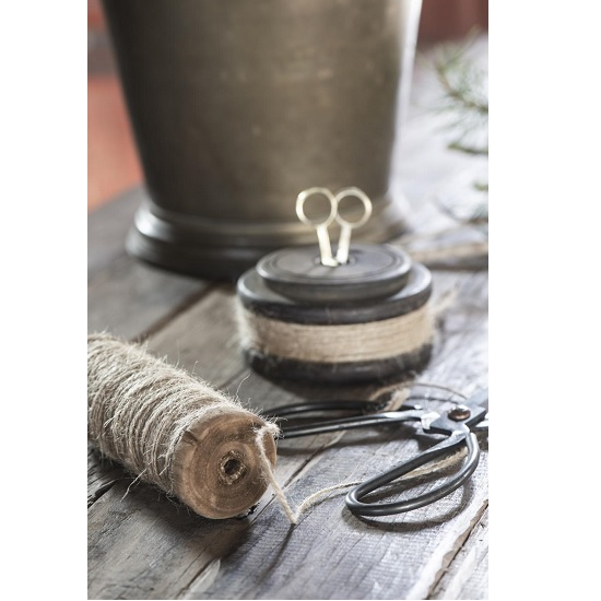unique-wooden-spool-with-jute-string-and-scissors-different-sizes-by-ib-laursen