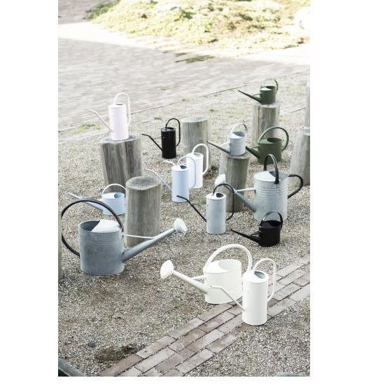 black-watering-can-for-plants-1-4-l-design-by-ib-laursen